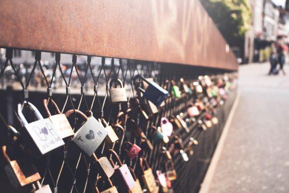 bridge-depth-of-field-locks-1076821